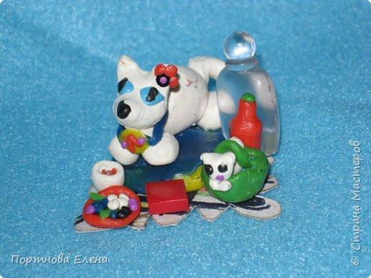 Любимый пластилин, работы моей Дочки Юли.  Кошечки на пикнике.Размер 3х3 см. фото 1