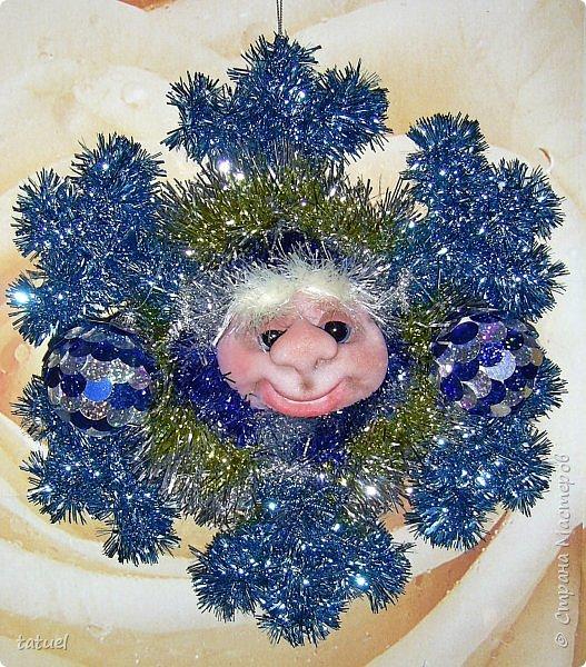 Всем добрый вечер! Сейчас маленькая подборка работ к Новому Году.  Это снежинки новогодние- в виде подвеса на стену или елку. фото 3