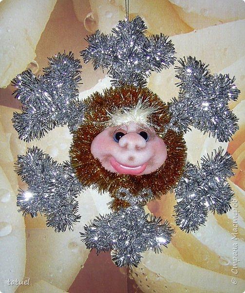 Всем добрый вечер! Сейчас маленькая подборка работ к Новому Году.  Это снежинки новогодние- в виде подвеса на стену или елку. фото 2