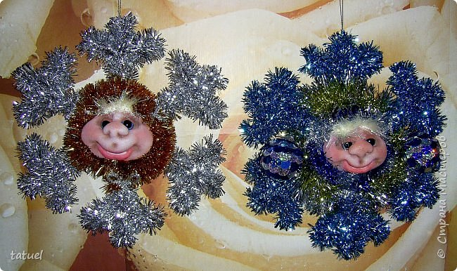 Всем добрый вечер! Сейчас маленькая подборка работ к Новому Году.  Это снежинки новогодние- в виде подвеса на стену или елку. фото 1