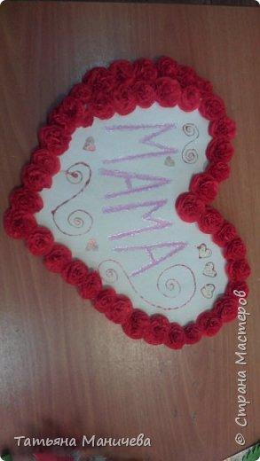 Всем доброго времени суток! Вот такое сердце сделали пятиклашки ко Дню Матери! Сделано оно из цветочков из гофрированной бумаги. Кстати, удобнее такие цветы делать из салфеток.
