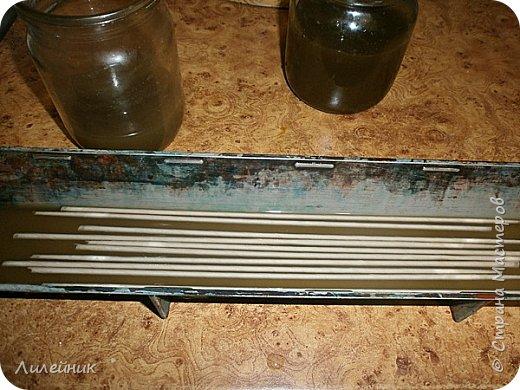 .Привет всем, я к вам снова со своим варевом. Сначала нашла в интернете таблицу с каких трав можно получить тот  или иной цвет   морилки. Меня давно заинтересовал зелёный цвет который можно было получить с корней полынь-травы. Давно я планировала сварить морилку, времени все не хватало, а тут пообещали в начале декабря снег, куда же дальше откладывать  свой эксперемент.  фото 10