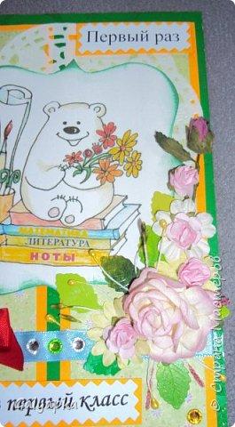 Вдохновением послужила работа Татьяны Горячевой http://www.maam.ru/detskijsad/moe-uvlechenie-otkrytka-k-1-sentjabrja.html Моя старшая племянница пошла в этом году в первый класс и я подарила ей эту открытку. Все картинки распечатала с интернета фото 10