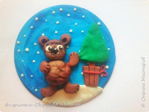 Все медведи спят зимой, Но не спит лишь мишка мой. Будет ёлку наряжать, С нами праздник отмечать. фото 6