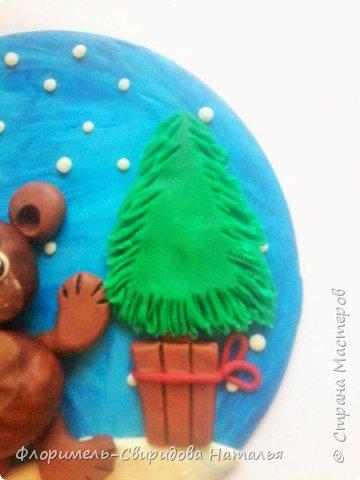Все медведи спят зимой, Но не спит лишь мишка мой. Будет ёлку наряжать, С нами праздник отмечать. фото 7