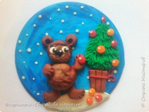Все медведи спят зимой, Но не спит лишь мишка мой. Будет ёлку наряжать, С нами праздник отмечать. фото 9
