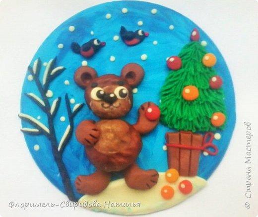 Все медведи спят зимой, Но не спит лишь мишка мой. Будет ёлку наряжать, С нами праздник отмечать. фото 1