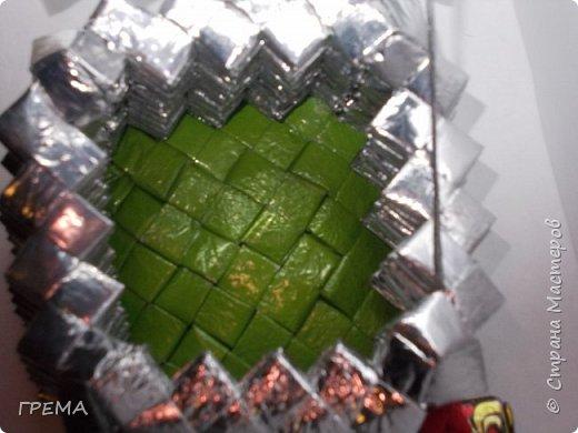 Скоро Новый год.подарочная шкатулка 9 на 9 на 9,общая высота с елкой 16см,использованы 631 фантик фото 4