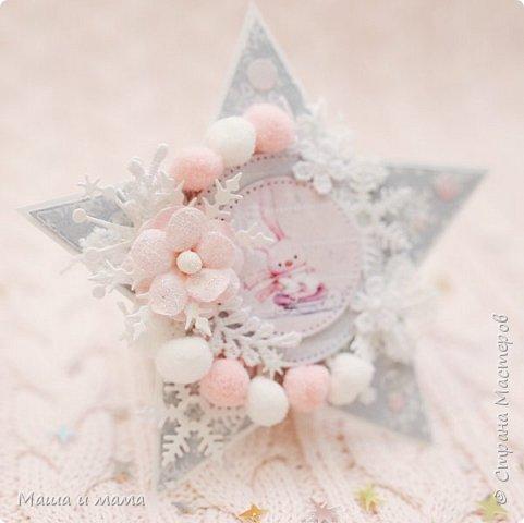 Здравствуйте!!!! Продолжаю поднимать новогоднее настроение. И продолжаю лепить новогодние мини открыточки. Сегодня захотелось чего-то розового. При этом новогоднего. А почему бы и нет, подумала я. И родилась вот такая серия в розовом. Приятного просмотра. фото 4
