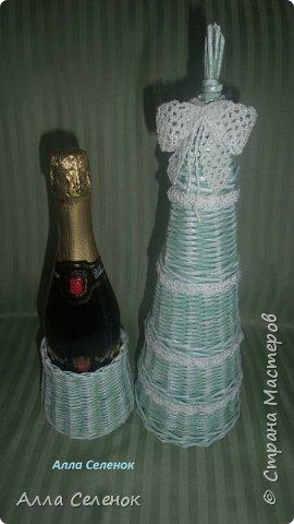 """Всем Добрый день!!! Подготовка к Новому году началась. Сплела 2 подставки для шампанского, шкатулочку и конфетницу. Трубочки красила грунтовка+ вода+ колер """" мята"""". Водная морилка Тик, на шкатулке тёмные трубочки смесь разных остатков морилок. Бантики и кружева для украшения вязала сама. Фотографий будет много, так что наберитесь терпения. фото 4"""