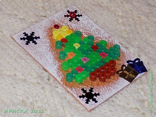 Привет всем гостям моей странички! Представляю Вам две новогодние серии АТС. Карточки в обеих сериях с использованием фигурок из термомозаики. Основа карточек плотный пластик, сверху фактурная плотная ткань (спасибо Эл!). В декоре использовала пайетки снежинки и подарочки. Карточки покрашены золотой краской, оттеняла белым акрилом для эффекта морозного узора.   фото 23
