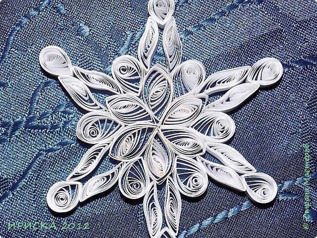 Привет всем гостям моей странички! Снежинок много не бывает, так что снегопад продолжается! Пробую делать снежинки из бумаги разной плотности.  фото 10