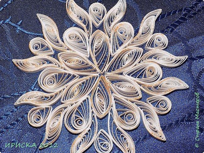 Привет всем гостям моей странички! Снежинок много не бывает, так что снегопад продолжается! Пробую делать снежинки из бумаги разной плотности.  фото 21