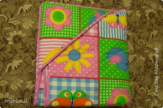 Это одеялко-конверт сшито по просьбе моей подруги для её доченьки. Она прислала мне фото с инета  именно одеялко с капюшоном, чтобы использовать как конверт в коляску, а потом как одеялко, когда из конверта ребёнок вырастит. фото 1