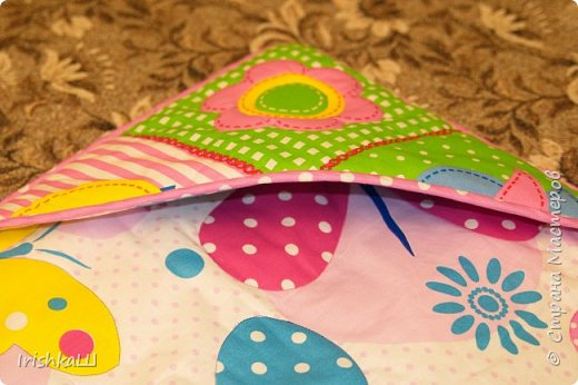 Это одеялко-конверт сшито по просьбе моей подруги для её доченьки. Она прислала мне фото с инета  именно одеялко с капюшоном, чтобы использовать как конверт в коляску, а потом как одеялко, когда из конверта ребёнок вырастит. фото 3