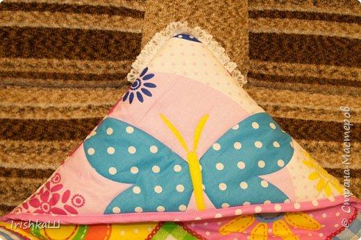 Это одеялко-конверт сшито по просьбе моей подруги для её доченьки. Она прислала мне фото с инета  именно одеялко с капюшоном, чтобы использовать как конверт в коляску, а потом как одеялко, когда из конверта ребёнок вырастит. фото 5