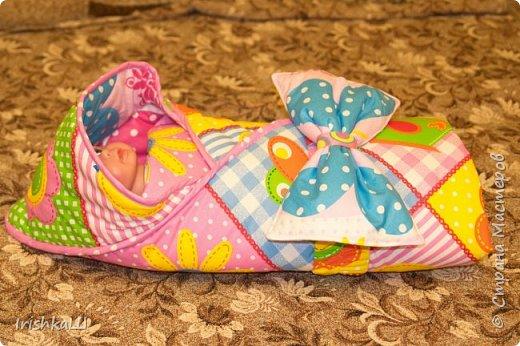 Это одеялко-конверт сшито по просьбе моей подруги для её доченьки. Она прислала мне фото с инета  именно одеялко с капюшоном, чтобы использовать как конверт в коляску, а потом как одеялко, когда из конверта ребёнок вырастит. фото 6