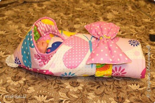 Это одеялко-конверт сшито по просьбе моей подруги для её доченьки. Она прислала мне фото с инета  именно одеялко с капюшоном, чтобы использовать как конверт в коляску, а потом как одеялко, когда из конверта ребёнок вырастит. фото 7