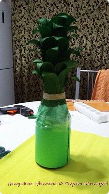 Многие на новый год просят сделать Ананас,но я не захотела приклеивать конфеты именно к бутылке. И решила сделать в этом году ананас по другому. фото 2