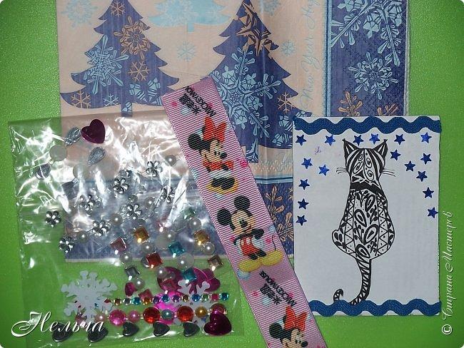 """У меня сегодня серия из 4 - х карточек """" Снежинка"""". Снова мои эксперименты с клеем. Клей сверху подкрасила перламутром. Карточки в реале лучше смотрятся, чем на фото. Обещала больше не делать карточки, только после Нового года, но опять нахватала красоты!..Так что раздаю долги. Выбирают: Маша Соколовская, Светик-Светланка. Надеюсь, что карточки девочкам понравятся)). Может кому ещё должна, в записях уже неразбериха!))  фото 9"""