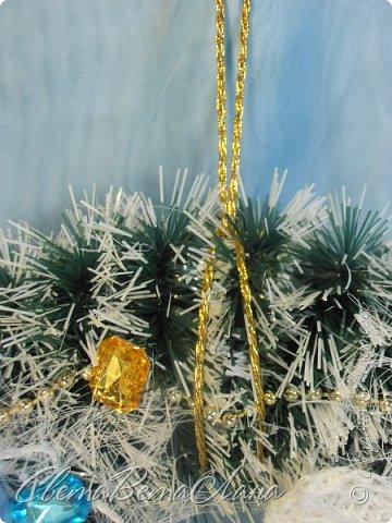 """Доброе время суток Страна.....всем,всем большой Привет....я тут смотрю Страна живет насыщенной ,новогодней жизнью.... и у меня сегодня тоже немножко новогоднего......работы простенькие, без""""причуд""""........... ......... венок с клубочками пряжи......основа картон гофрированый и мишура.... фото 5"""