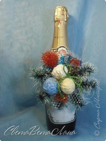 """Доброе время суток Страна.....всем,всем большой Привет....я тут смотрю Страна живет насыщенной ,новогодней жизнью.... и у меня сегодня тоже немножко новогоднего......работы простенькие, без""""причуд""""........... ......... венок с клубочками пряжи......основа картон гофрированый и мишура.... фото 7"""