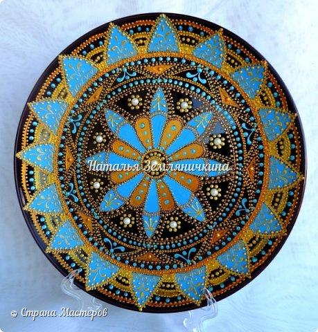 Тарелка керамическая 27 см в диаметре. Краски акриловые, контуры акриловые. Стразы, полу бусины.  фото 5