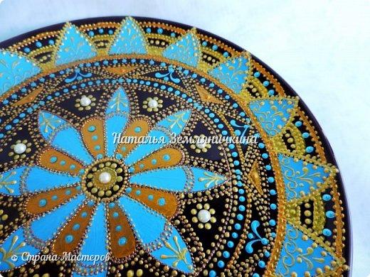 Тарелка керамическая 27 см в диаметре. Краски акриловые, контуры акриловые. Стразы, полу бусины.  фото 6