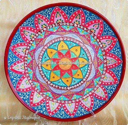 Тарелка керамическая 27 см в диаметре. Краски акриловые, контуры акриловые. Стразы, полу бусины.  фото 1