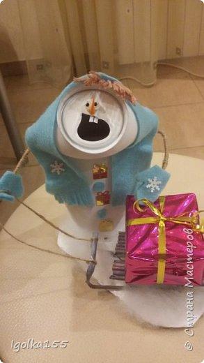 Влюбилась в снеговиков, которые сделала Аня Даша, и когда встал вопрос о необходимости поделки в детский сад, шансов сотворить что-то другое у меня не было:)  Только у меня получилась команда не снеговиков, а скорее бабок-ежек.  Встречайте. фото 4