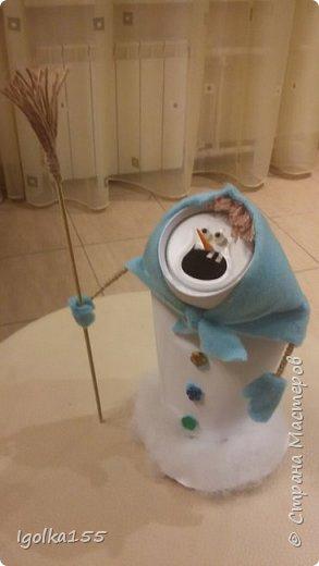 Влюбилась в снеговиков, которые сделала Аня Даша, и когда встал вопрос о необходимости поделки в детский сад, шансов сотворить что-то другое у меня не было:)  Только у меня получилась команда не снеговиков, а скорее бабок-ежек.  Встречайте. фото 3