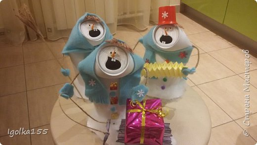 Влюбилась в снеговиков, которые сделала Аня Даша, и когда встал вопрос о необходимости поделки в детский сад, шансов сотворить что-то другое у меня не было:)  Только у меня получилась команда не снеговиков, а скорее бабок-ежек.  Встречайте. фото 1