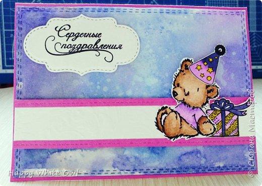 Всем привет!  Сегодня хочу поделиться с Вами своими последними работами. Первая открытка является новогодней, несмотря на то, что она выполнена в нестандартном цвете. Такую нежную открытку можно подарить любой даме. Ножами-снежинками я так и не обзавелась (а заказывать на Али уже поздно, т.к. придут они не раньше января), поэтому добавила вырубку оригинальной непонятной формы. В противном случае смотрелось бы совсем скучно. Надпись сделана с помощь. горячего эмбоссинга. фото 10