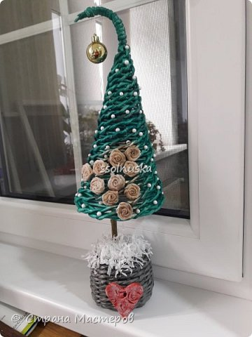 Добрый вечер Страна! Наплелось кое-что к Новому году, хочу с вами поделится! Саночки и елка из газетной бумаги (гном с прошлого поста). фото 8