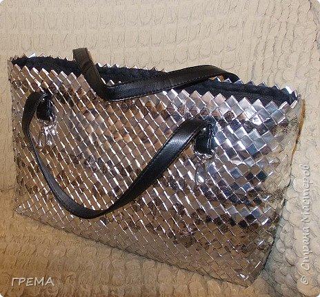 Эта сумка в той же технике-плетение из упаковки,скорее всего последняя,всего их три,для моих дочерей.Она самая большая:донышко 9 на 35,высота 23см;модулей 2096,весит 800гр фото 1