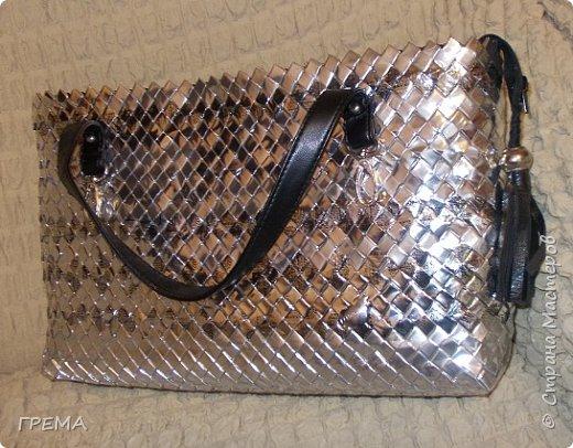 Эта сумка в той же технике-плетение из упаковки,скорее всего последняя,всего их три,для моих дочерей.Она самая большая:донышко 9 на 35,высота 23см;модулей 2096,весит 800гр фото 4