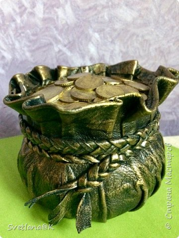 Всем доброго дня! Давно собиралась сделать денежные мешочки.....                            Много мастериц пополнили ими свои коллекции     http://stranamasterov.ru/node/1077842?c=favorite. http://stranamasterov.ru/node/1101948?c=favorite Вот к Новому году решила сделать для друзей подарки - пожелание материального благополучия..... Мешочек с деньгами как раз подходит... Вот какие красавцы получились.... фото 2