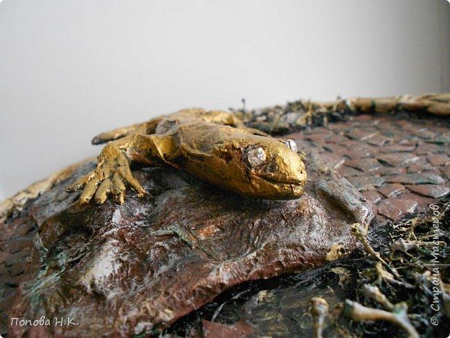 Ящерица пластилиновая, оклеила салфетками, покрасила. фото 4