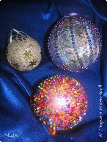 На ёлке до макушки Развешаны игрушки, Гирлянды и фонарики, Серебряные шарики.
