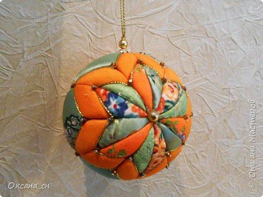 Здравствуйте! Скоро Новый год и хочется новые и красочные новогодние украшения на ёлку. В интернете натолкнулась на новую для меня технику - кимекоми. Хочу поделиться результатом своей работы. Это мой второй шар в технике кимекоми. Училась здесь: http://www.zhordochka.com/2015/11/kimekomi-ball-tutorial-2.html фото 1