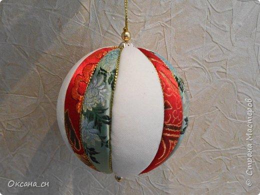 Здравствуйте! Скоро Новый год и хочется новые и красочные новогодние украшения на ёлку. В интернете натолкнулась на новую для меня технику - кимекоми. Хочу поделиться результатом своей работы. Это мой второй шар в технике кимекоми. Училась здесь: http://www.zhordochka.com/2015/11/kimekomi-ball-tutorial-2.html фото 3