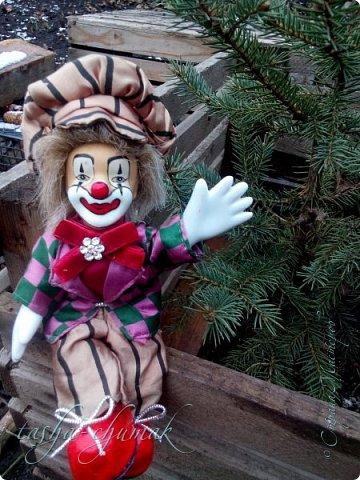 Привет! Я вернул вам вашу Ташку! Небось скучали?...   Есть у Ташки подружка, обожает клоунов.   фото 14