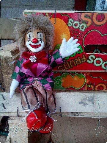 Привет! Я вернул вам вашу Ташку! Небось скучали?...   Есть у Ташки подружка, обожает клоунов.   фото 11