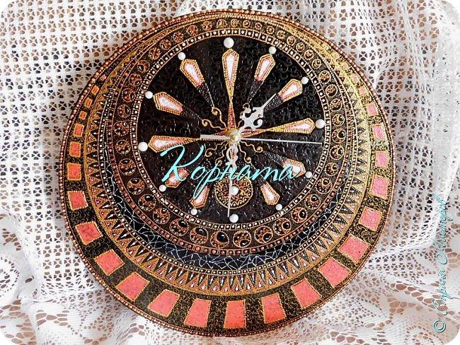 Доброго времени суток, дорогие мастера!  Еще весной увидев на выставке часы Ирины Ярощук, я загорелась, ХАЧУ!!! Было бы желание... Пока я собиралась, подоспел дочкин ДР и я решила сделать подарок ей.Но не просто одни часы, а еще и панно со знаком зодиака. фото 11