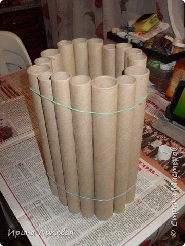 Вот такой новогодний вазон получился. Внутрь вставляется банка или ваза с водой и можно ставить еловые ветки. фото 2