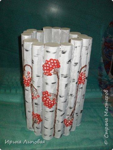 Вот такой новогодний вазон получился. Внутрь вставляется банка или ваза с водой и можно ставить еловые ветки. фото 1