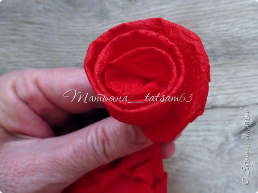 Здравствуйте! Опять я к вам с розочками.  Розочки из салфеток я уже делала: http://stranamasterov.ru/node/954307, но эти от них очень отличаются!  фото 8