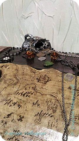 Давно хотела сделать такой сундучище,люблю всё пиратское,хоть и не по возрасту наверно.. Размеры 80×80×50см  фото 15
