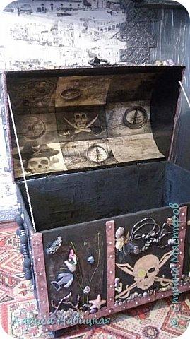 Давно хотела сделать такой сундучище,люблю всё пиратское,хоть и не по возрасту наверно.. Размеры 80×80×50см  фото 8