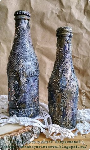 Всем привет!!!! Так давно хотела сделать такие бутылочки, сделала, а вот показать забыла. Они маленькие 200 мл. Красила краской и спреями, но спреев практически не видно.Добавляла блестки,хрустальную пасту. Сам процесс создания увлекательный)))) А вот отфотать оказалось не так просто. фото 1
